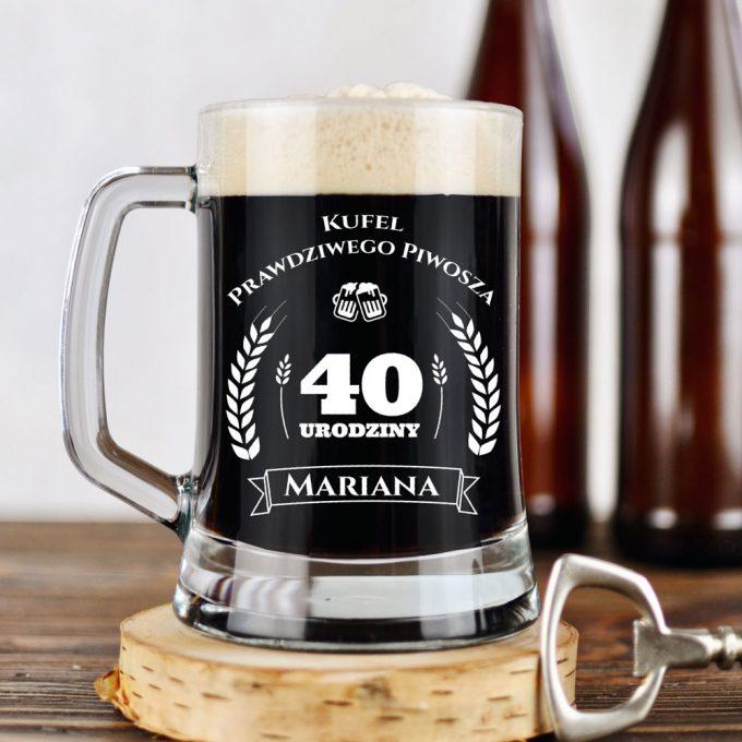 Grawerowany kufel na piwo - Kufel prawdziwego piwosza. 40 Urodziny. Zdjęcie aranżacyjne.