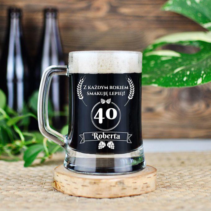 Grawerowany kufel na piwo - Z każdym rokiem smakuje lepiej. 40 urodziny.